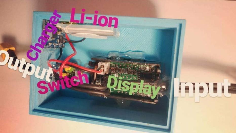 Цифровой индикатор напряжения и тока со схемой подключения АКБ