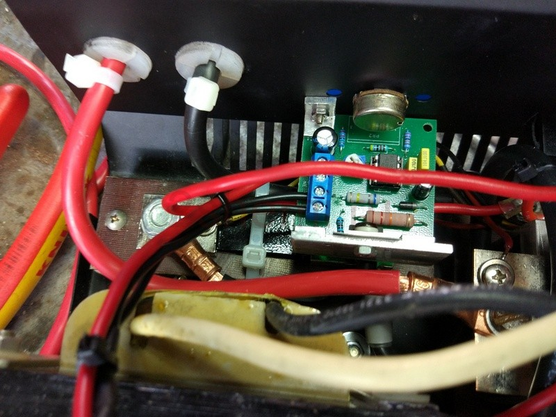 Зарядный выпрямитель с поддержкой запуска стартера автомобиля