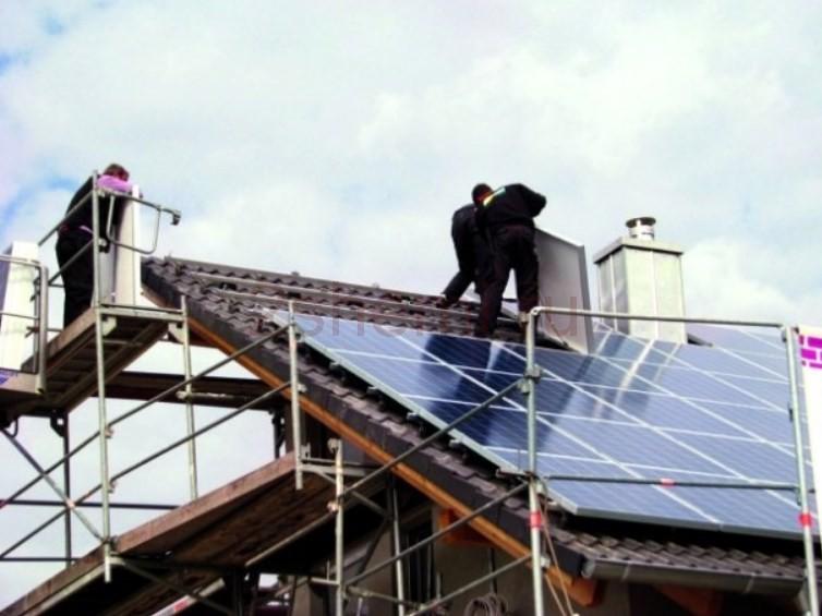 Установка солнечных батарей на крыше в частном доме