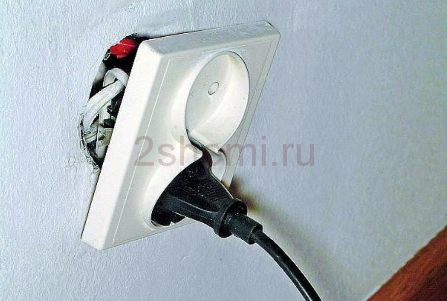 Как заменять и перемещать электрические розетки на другое место