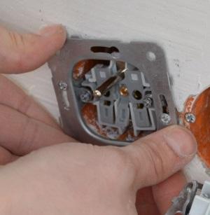 Замена электрической розетки в квартире своими руками