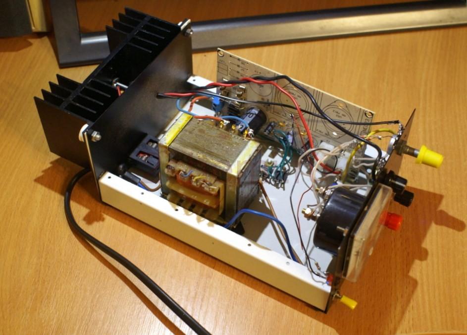 Блок питания и зарядное устройство для свинцовых гелевых батарей
