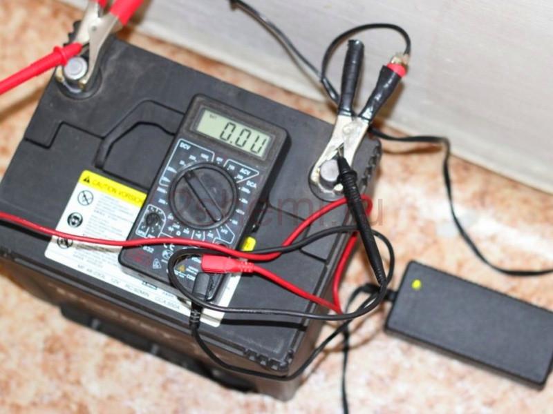 Как зарядить авто аккумулятор без зарядного устройства